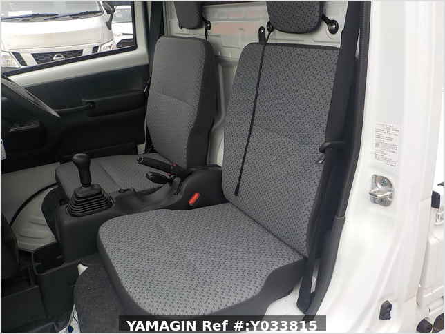 It is a picture of the white suzuki carry truck in 2020,Sub Photo 12 Stock No.Y033815