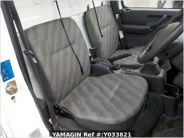 It is a picture of the white suzuki carry dump in 2006,Sub Photo 9 Stock No.Y033821