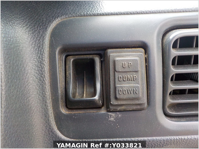 It is a picture of the white suzuki carry dump in 2006,Sub Photo 13 Stock No.Y033821