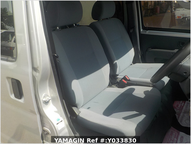 It is a picture of the silver daihatsu hijet deck van in 2007,Sub Photo 11 Stock No.Y033830