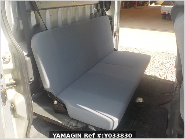 It is a picture of the silver daihatsu hijet deck van in 2007,Sub Photo 13 Stock No.Y033830
