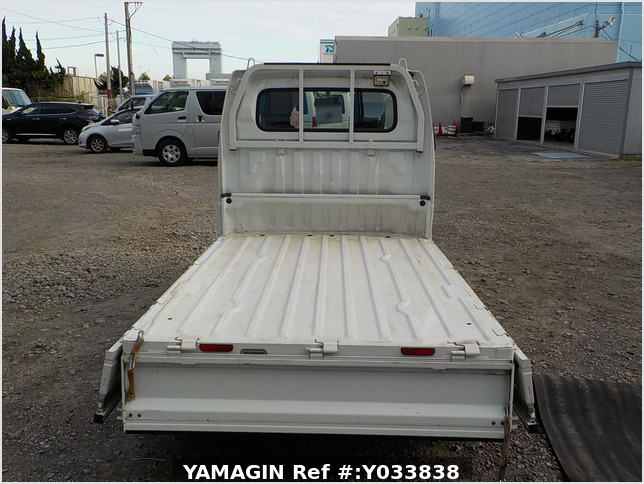 It is a picture of the white suzuki carry truck in 2012,Sub Photo 4 Stock No.Y033838