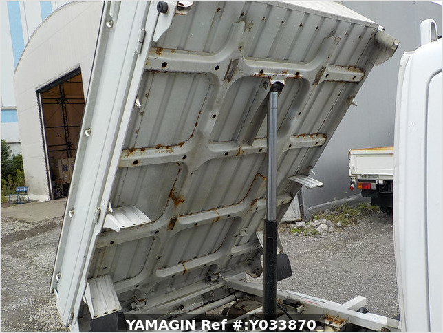 It is a picture of the white suzuki carry dump in 2006,Sub Photo 17 Stock No.Y033870