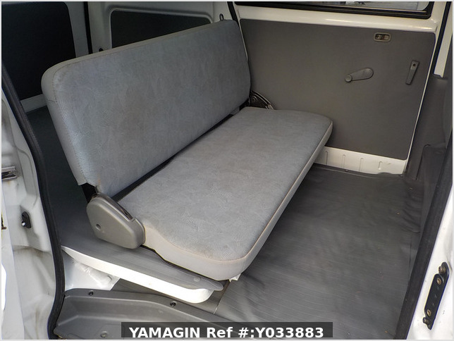 It is a picture of the white mitsubishi minicab passenger van in 2003,Sub Photo 13 Stock No.Y033883