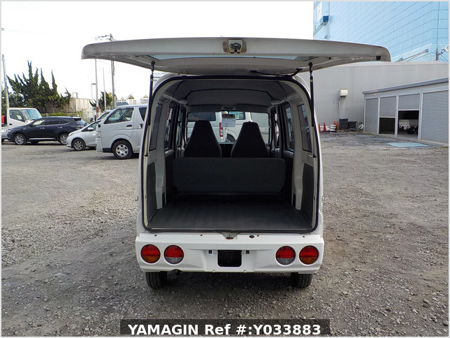 It is a picture of the white mitsubishi minicab passenger van in 2003,Sub Photo 5 Stock No.Y033883