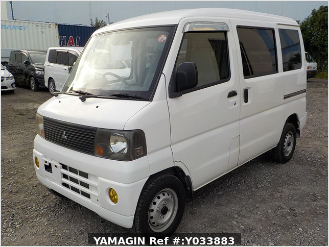 It is a picture of the white mitsubishi minicab passenger van in 2003,Sub Photo 1 Stock No.Y033883