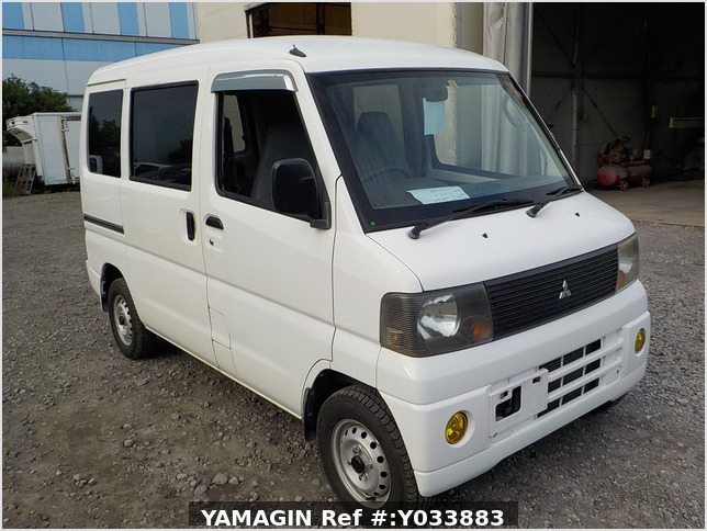 It is a picture of the white mitsubishi minicab passenger van in 2003,Sub Photo 0 Stock No.Y033883