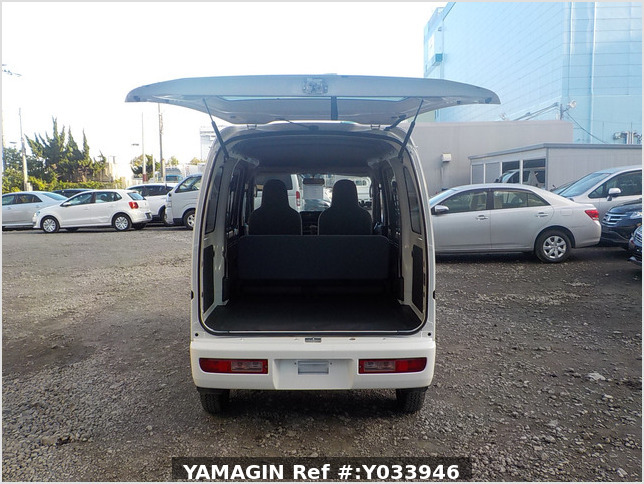 It is a picture of the white daihatsu hijet passenger van in 2017,Sub Photo 5 Stock No.Y033946