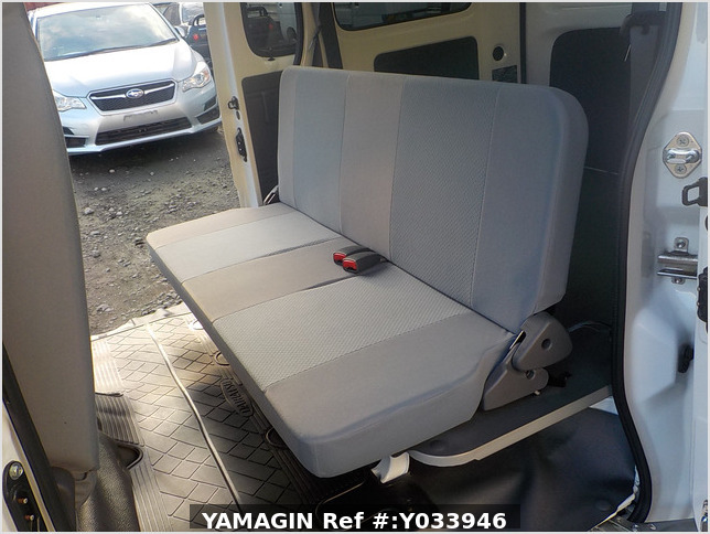It is a picture of the white daihatsu hijet passenger van in 2017,Sub Photo 15 Stock No.Y033946