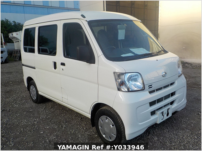 It is a picture of the white daihatsu hijet passenger van in 2017,Sub Photo 0 Stock No.Y033946