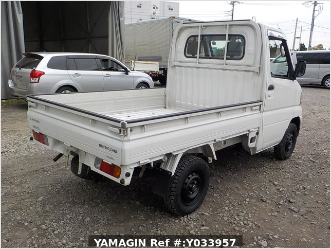 It is a picture of the white mitsubishi minicab truck in 2001,Sub Photo 2 Stock No.Y033957