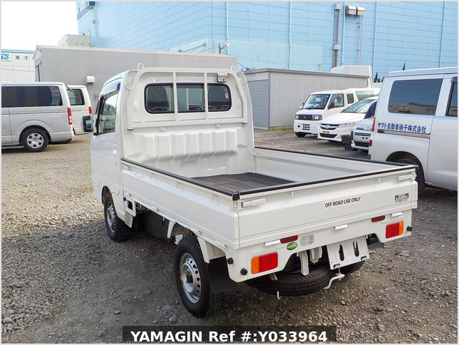 It is a picture of the white suzuki carry truck in 2014,Sub Photo 3 Stock No.Y033964