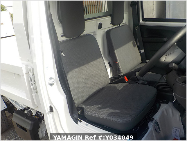 It is a picture of the white daihatsu hijet dump in 2020,Sub Photo 15 Stock No.Y034049