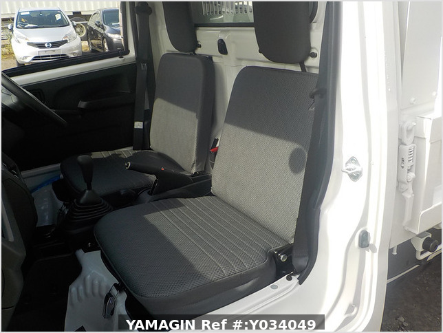 It is a picture of the white daihatsu hijet dump in 2020,Sub Photo 16 Stock No.Y034049