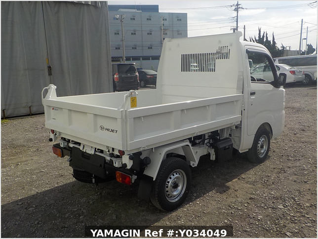 It is a picture of the white daihatsu hijet dump in 2020,Sub Photo 3 Stock No.Y034049