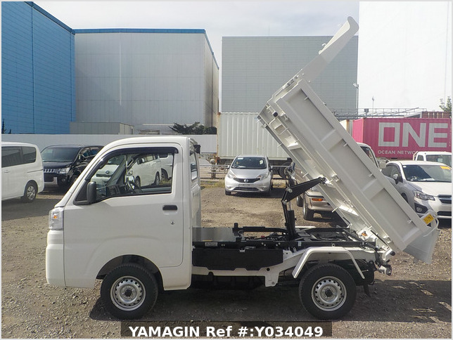 It is a picture of the white daihatsu hijet dump in 2020,Sub Photo 6 Stock No.Y034049