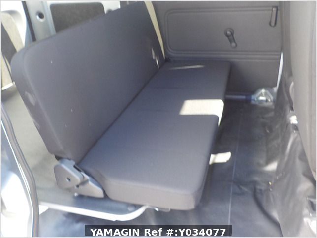 It is a picture of the silver toyota pixis passenger van in 2019,Sub Photo 14 Stock No.Y034077
