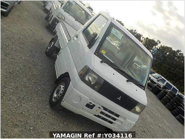It is a picture of the white mitsubishi minicab truck in 2001,Sub Photo 0 Stock No.Y034116