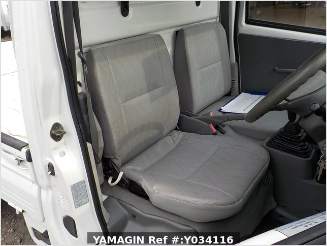 It is a picture of the white mitsubishi minicab truck in 2001,Sub Photo 22 Stock No.Y034116