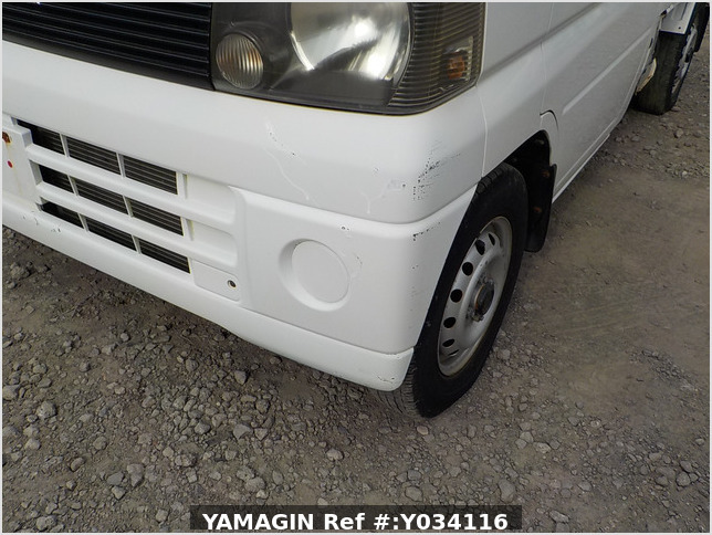 It is a picture of the white mitsubishi minicab truck in 2001,Sub Photo 24 Stock No.Y034116
