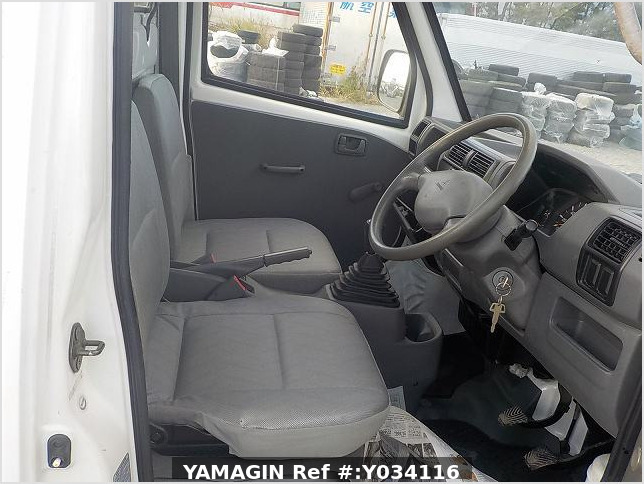 It is a picture of the white mitsubishi minicab truck in 2001,Sub Photo 9 Stock No.Y034116