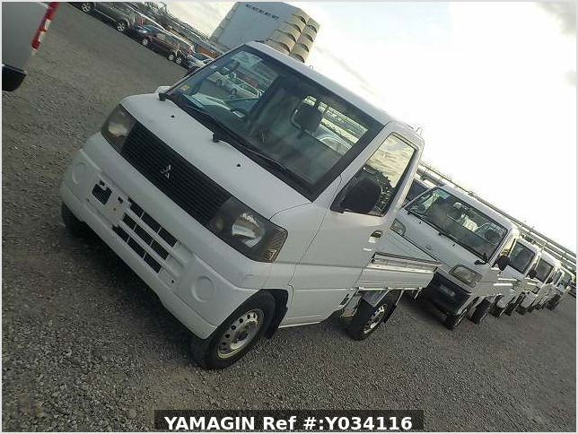 It is a picture of the white mitsubishi minicab truck in 2001,Sub Photo 1 Stock No.Y034116