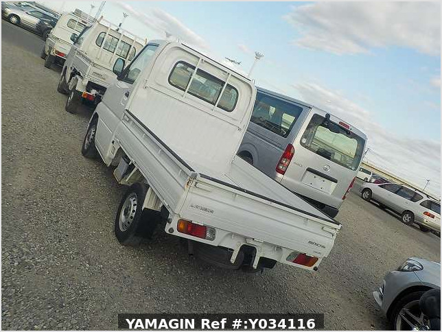 It is a picture of the white mitsubishi minicab truck in 2001,Sub Photo 3 Stock No.Y034116