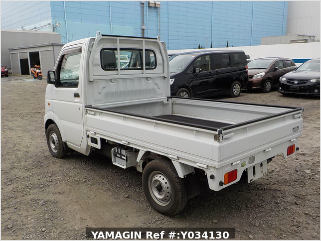 It is a picture of the white suzuki carry truck in 2009,Sub Photo 3 Stock No.Y034130