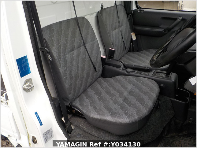 It is a picture of the white suzuki carry truck in 2009,Sub Photo 10 Stock No.Y034130