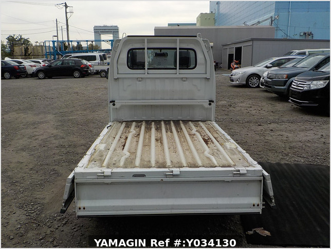 It is a picture of the white suzuki carry truck in 2009,Sub Photo 4 Stock No.Y034130