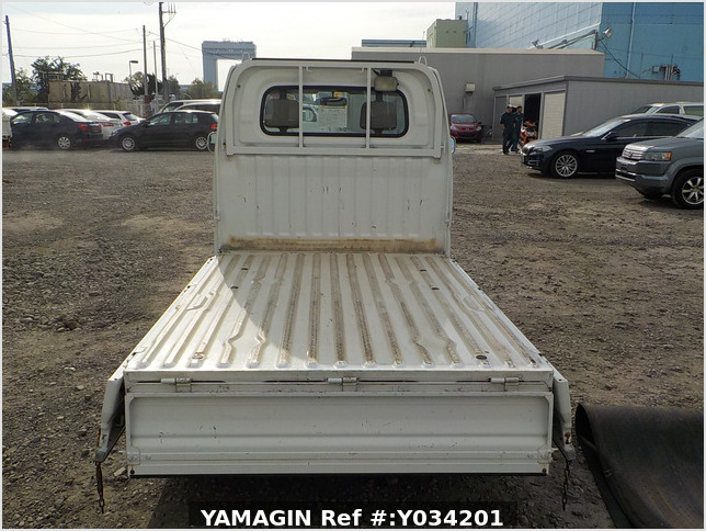 It is a picture of the white mitsubishi minicab truck in 2004,Sub Photo 4 Stock No.Y034201