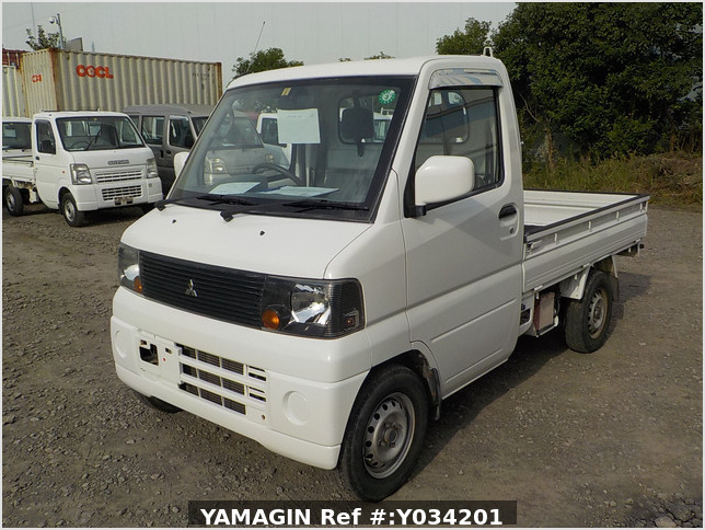 It is a picture of the white mitsubishi minicab truck in 2004,Sub Photo 1 Stock No.Y034201