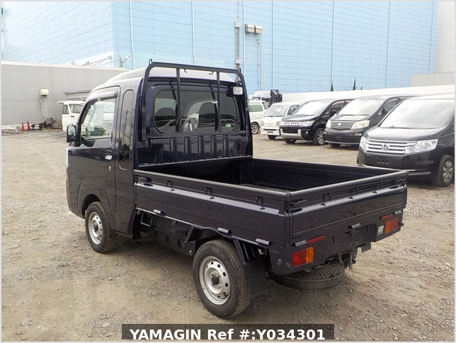It is a picture of the dark blue  daihatsu hijet jumbo in 2017,Sub Photo 3 Stock No.Y034301