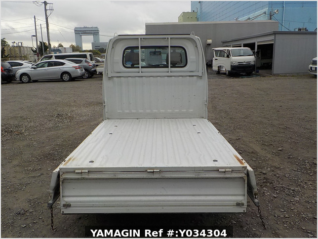 It is a picture of the white nissan clipper  truck in 2005,Sub Photo 4 Stock No.Y034304
