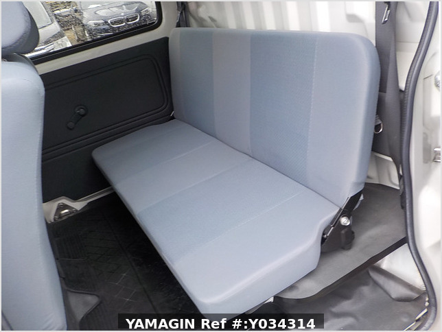 It is a picture of the white daihatsu hijet deck van in 2011,Sub Photo 11 Stock No.Y034314