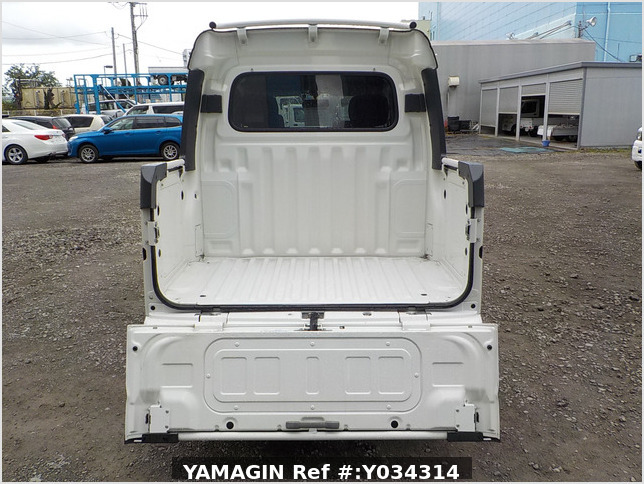It is a picture of the white daihatsu hijet deck van in 2011,Sub Photo 4 Stock No.Y034314