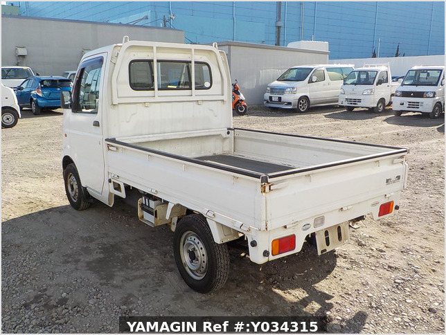 It is a picture of the white suzuki carry truck in 2003,Sub Photo 3 Stock No.Y034315