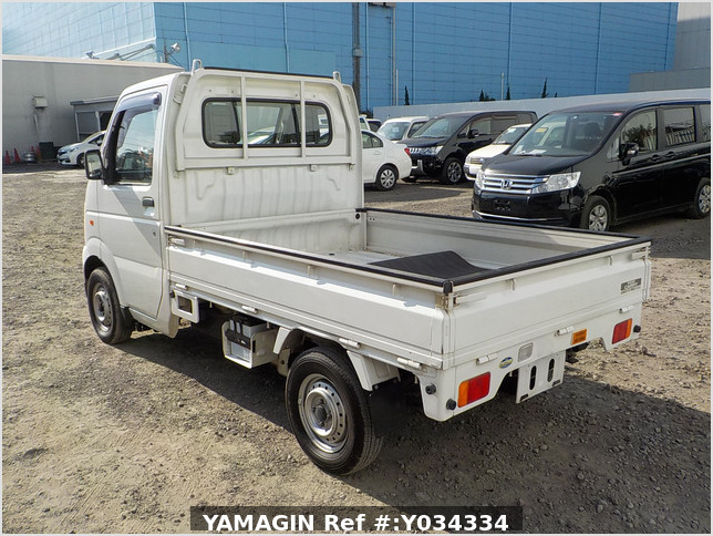It is a picture of the white suzuki carry truck in 2002,Sub Photo 3 Stock No.Y034334