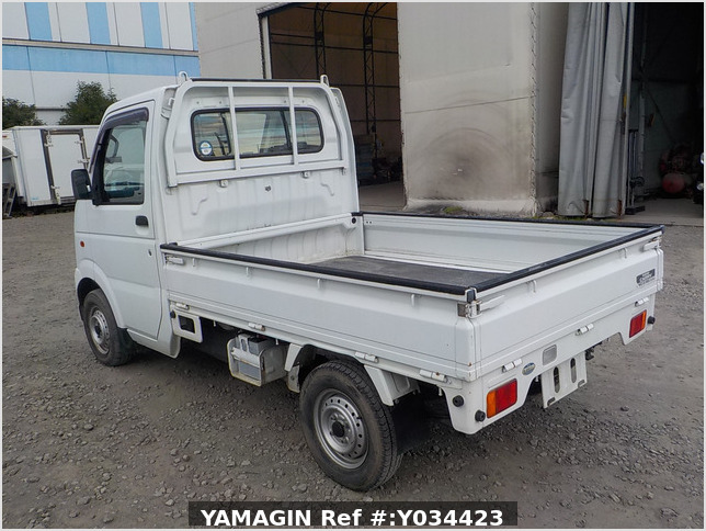It is a picture of the white suzuki carry truck in 2003,Sub Photo 3 Stock No.Y034423