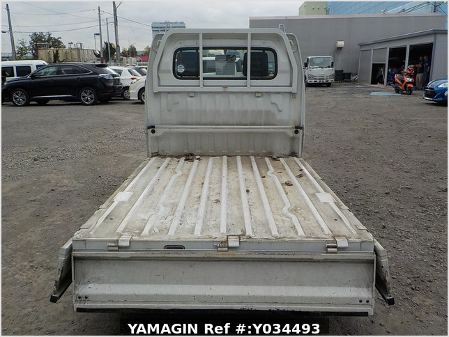 It is a picture of the white suzuki carry  truck in 2002,Sub Photo 4 Stock No.Y034493