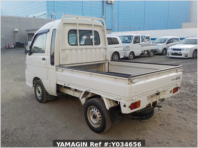 It is a picture of the white daihatsu hijet jumbo in 2009,Sub Photo 3 Stock No.Y034656