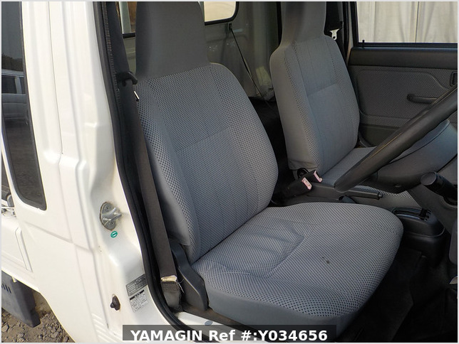 It is a picture of the white daihatsu hijet jumbo in 2009,Sub Photo 9 Stock No.Y034656