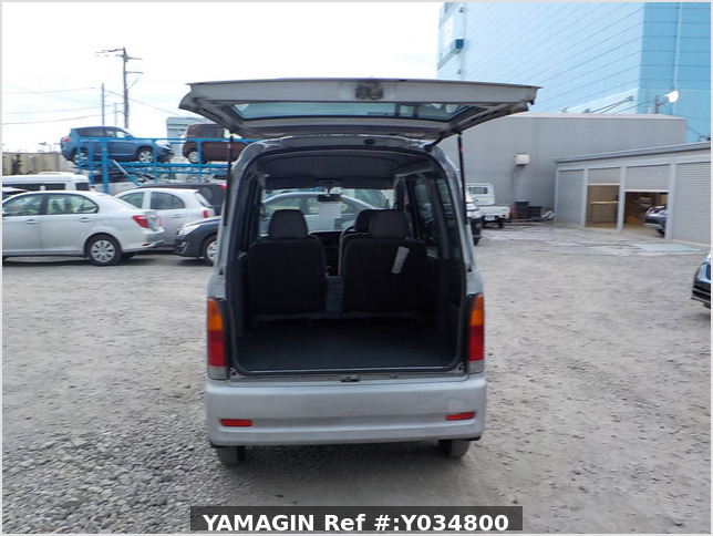 It is a picture of the silver daihatsu hijet passenger van in 2002,Sub Photo 4 Stock No.Y034800