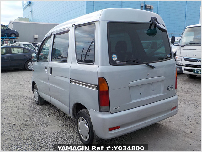 It is a picture of the silver daihatsu hijet passenger van in 2002,Sub Photo 3 Stock No.Y034800