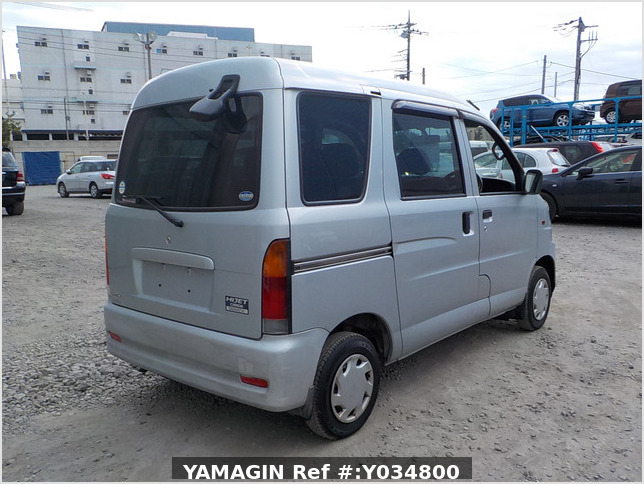 It is a picture of the silver daihatsu hijet passenger van in 2002,Sub Photo 2 Stock No.Y034800