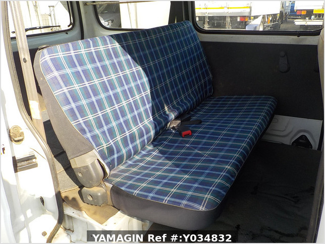 It is a picture of the white suzuki every passenger van in 2005,Sub Photo 9 Stock No.Y034832