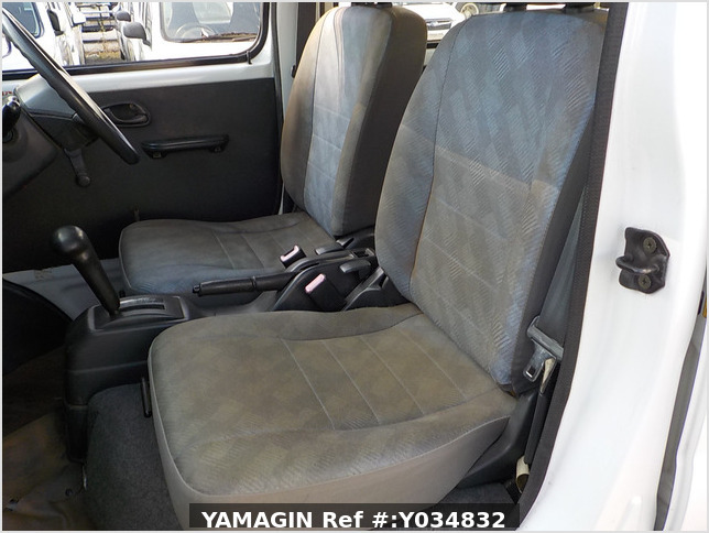 It is a picture of the white suzuki every passenger van in 2005,Sub Photo 6 Stock No.Y034832