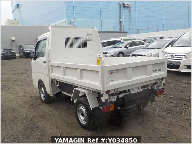 It is a picture of the white daihatsu hijet dump in 2020,Sub Photo 4 Stock No.Y034850