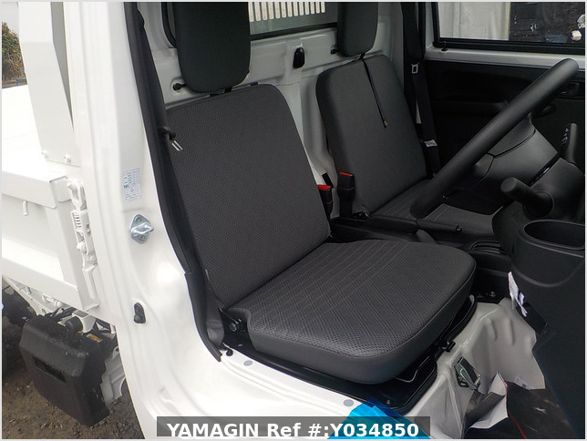 It is a picture of the white daihatsu hijet dump in 2020,Sub Photo 14 Stock No.Y034850