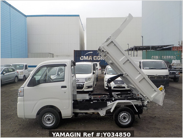 It is a picture of the white daihatsu hijet dump in 2020,Sub Photo 6 Stock No.Y034850